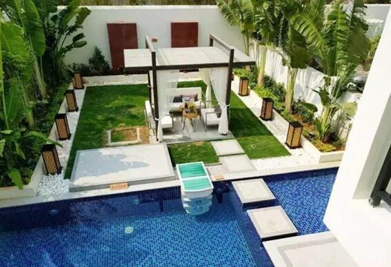 这种下沉式的庭院空间,在现代设计中越来越流行,尤其是一些高端的别墅